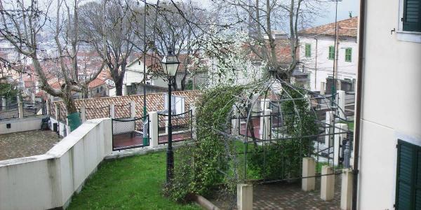 gazebo; alberi in fior - arbres fleuris - flowering trees